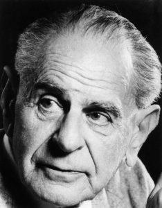 """Karl R. Popper (1902 – 1994) verteidigte die """"offene Gesellschaft"""" gegen totalitäre Ideologien, zu deren Vordenkern er Platon, Hegel und Marx zählte."""